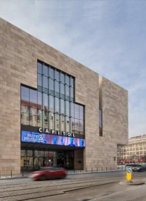 Wrocławski Teatr Muzyczny Capitol. To obok niego są przystanki, na których w tramwajach śpiewane są komunikaty.