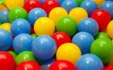 suchy basen z piłeczkami